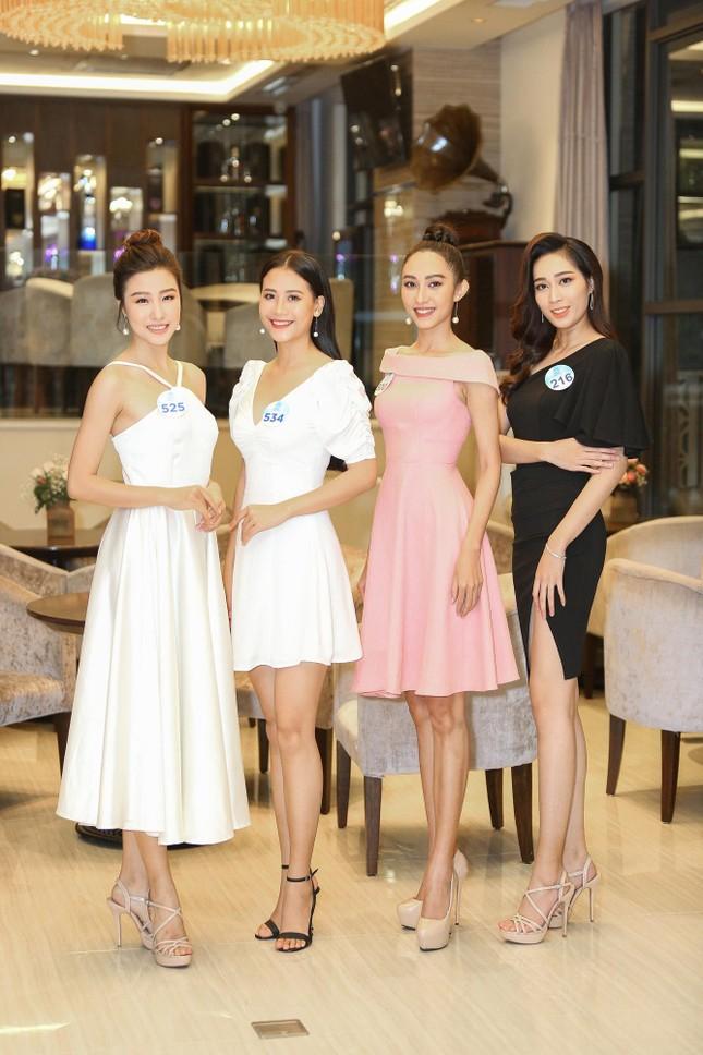 Thí sinh Miss World Việt Nam hội tụ khoe sắc, tạo dáng tập catwalk ảnh 7