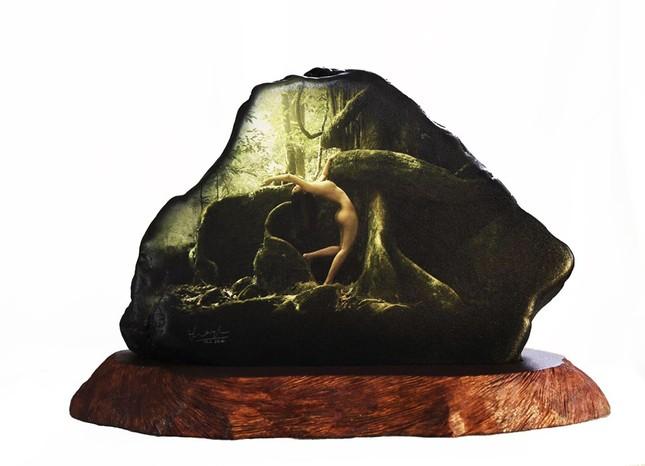 Lần đầu tiên, Thái Phiên tung bộ ảnh nude in trên đá đẹp mê hồn ảnh 1