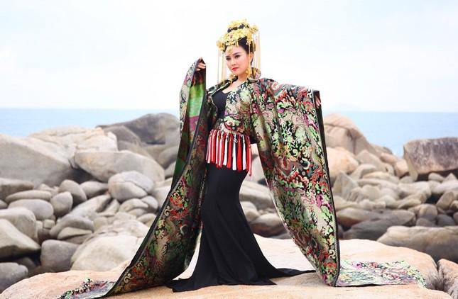 Lady Phương Thuỳ tái xuất với MV tiền tỷ chào mừng ngày Phụ nữ Việt Nam ảnh 2