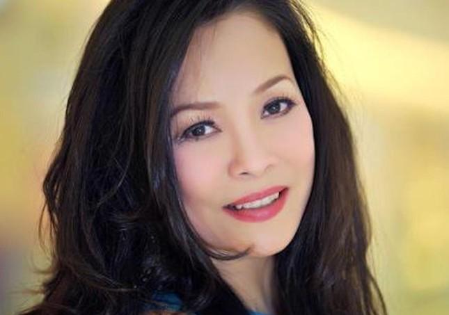 Ca sĩ Hồng Hạnh nói gì khi được coi là 'bóng hồng' của nhạc sĩ Trịnh Công Sơn? ảnh 2