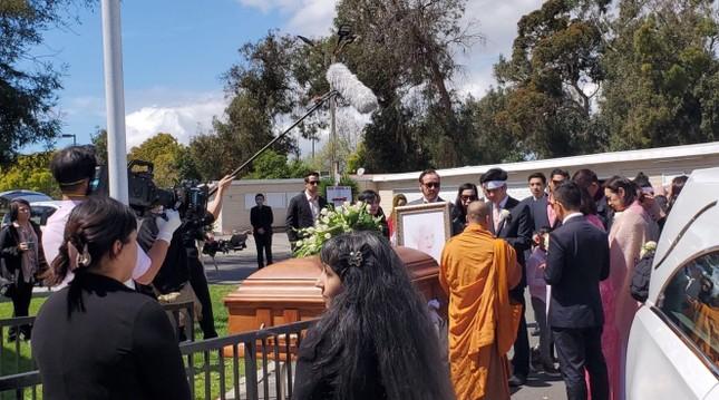 Hàng trăm ngàn lượt xem livestream lễ tang để tiễn đưa danh ca Thái Thanh ảnh 4