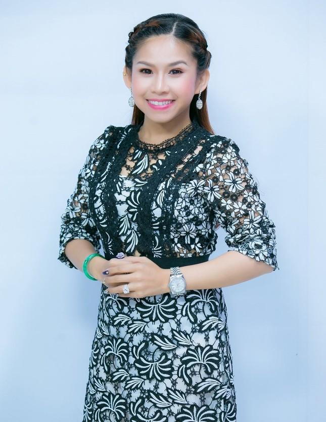 Nghệ sỹ cải lương Bình Tinh: 'Mùa COVID tôi livestream hát cải lương và bán hàng online' ảnh 3