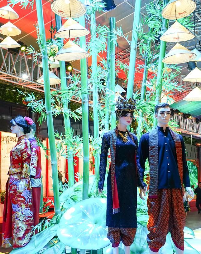Hàng trăm nghệ sỹ miền Đông Nam bộ hát mừng Sài Gòn 44 năm mang tên Bác Hồ ảnh 2