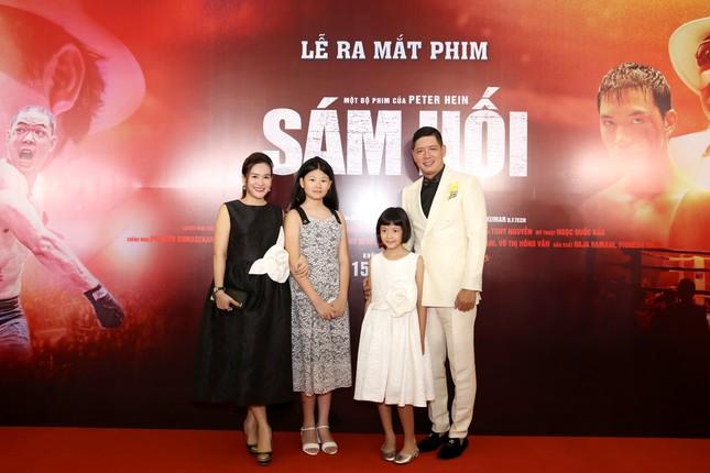 Quyền Linh đưa con gái xinh đẹp như minh tinh đi dự ra mắt phim ảnh 3