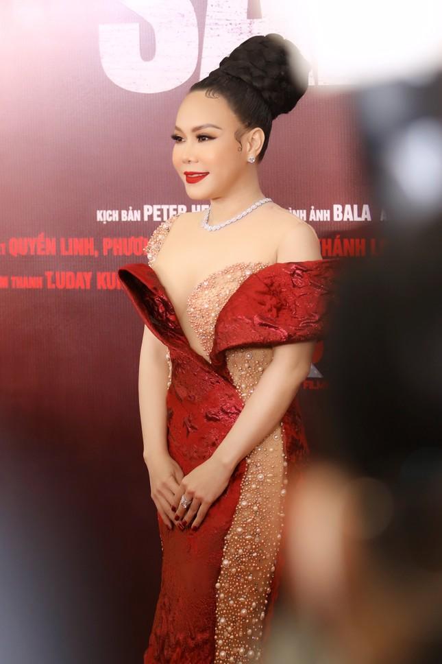 Quyền Linh đưa con gái xinh đẹp như minh tinh đi dự ra mắt phim ảnh 9