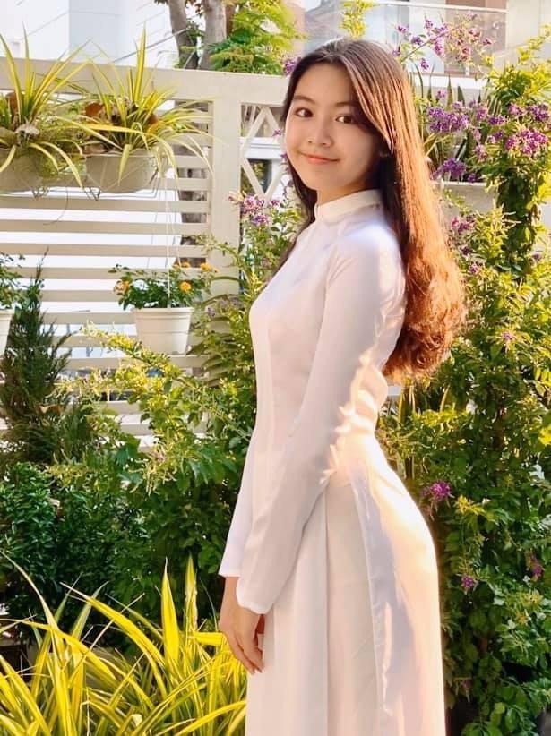Quyền Linh đưa con gái xinh đẹp như minh tinh đi dự ra mắt phim ảnh 7