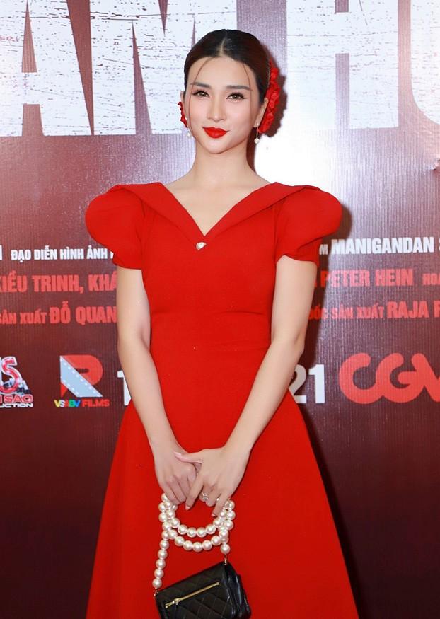 Quyền Linh đưa con gái xinh đẹp như minh tinh đi dự ra mắt phim ảnh 12