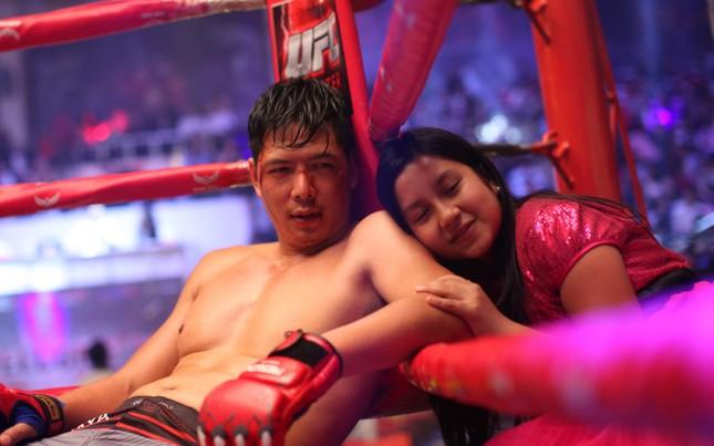 Quyền Linh đưa con gái xinh đẹp như minh tinh đi dự ra mắt phim ảnh 2