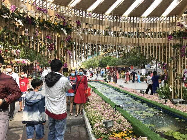 Đường hoa Nguyễn Huệ được đánh giá cao, mở cửa thêm 1 ngày ảnh 1