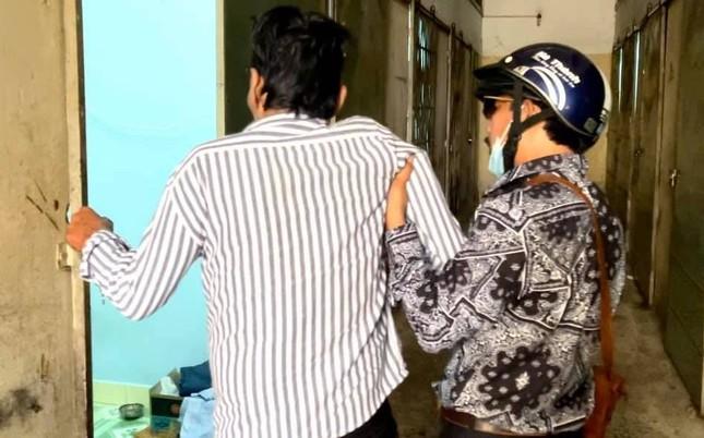 Thương Tín xuất viện, NSND Kim Cương trao 100 triệu đồng hỗ trợ ảnh 2