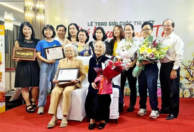 Cụ bà 90 tuổi lập 'cú đúp' giải thưởng trong cuộc thi viết tản văn 'Nhớ thương mùi Tết' ảnh 4