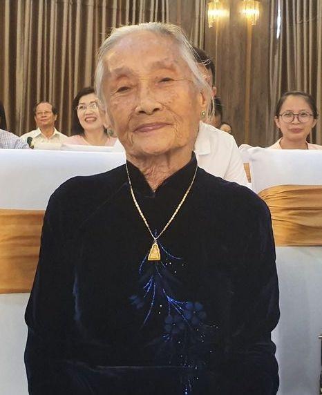 Cụ bà 90 tuổi lập 'cú đúp' giải thưởng trong cuộc thi viết tản văn 'Nhớ thương mùi Tết' ảnh 1