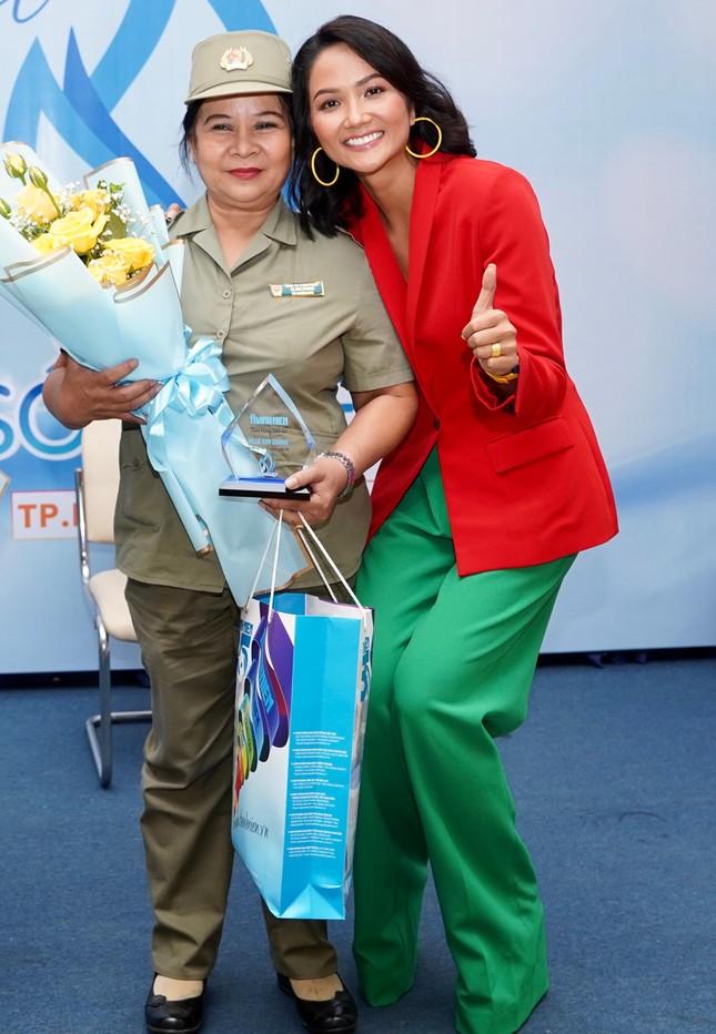 Hoa hậu H'Hen Niê làm giám khảo cuộc thi viết Sống đẹp ảnh 2