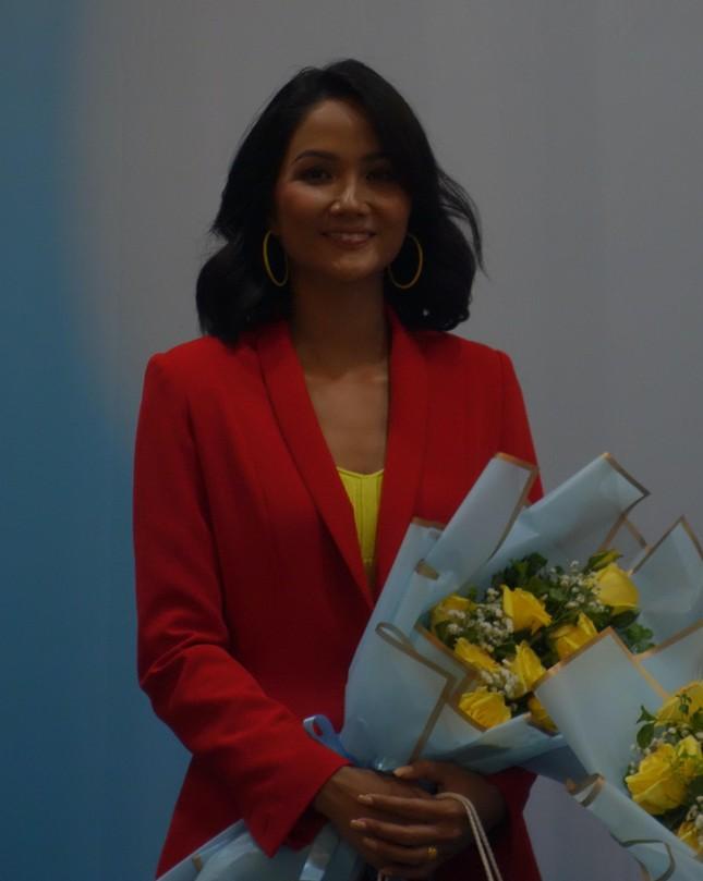 Hoa hậu H'Hen Niê làm giám khảo cuộc thi viết Sống đẹp ảnh 3
