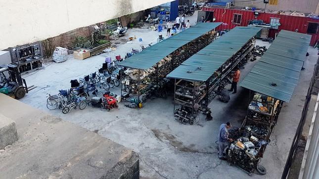 Ai bảo kê 'đại siêu thị' máy móc cũ dưới chân cầu Thăng Long? ảnh 1