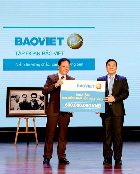 Bảo Việt trao hơn 5 tỷ đồng học bổng nhân dịp khai giảng ảnh 1