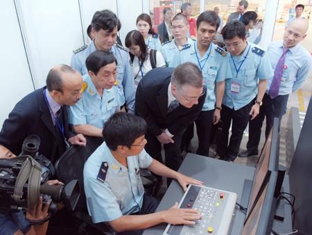 Việt Nam tiếp nhận máy soi hàng hóa 4,6 tỷ đồng ảnh 2