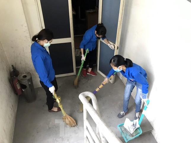 Đoàn Thanh niên Báo Tiền phong vệ sinh công sở phòng chống dịch Covid-19 ảnh 6