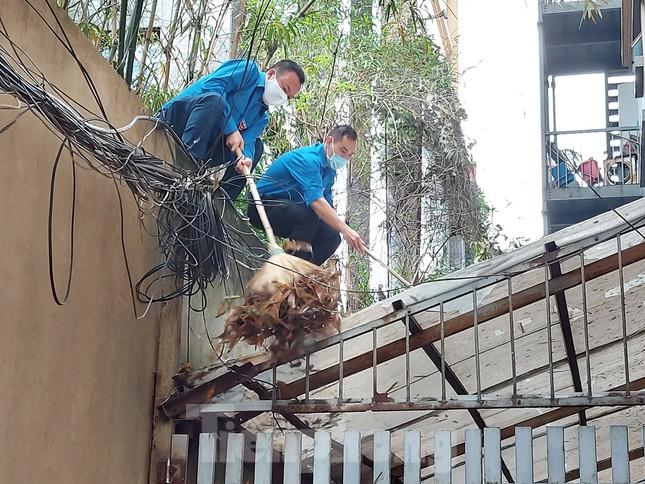 Đoàn Thanh niên Báo Tiền phong vệ sinh công sở phòng chống dịch Covid-19 ảnh 3