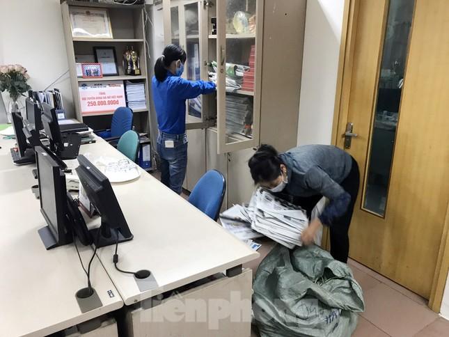 Đoàn Thanh niên Báo Tiền phong vệ sinh công sở phòng chống dịch Covid-19 ảnh 8