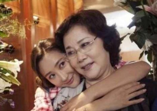 Nữ MC kỳ bí nuốt 300 viên thuốc ngủ tự tử, cứu chữa 7 ngày 7 đêm, 74 tuổi sống ẩn mình ảnh 6