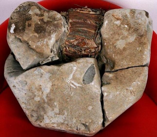 Cả thế giới 'thất kinh' trước phát hiện về 'máy biến điện' trong hộp đá 20.000 năm tuổi  ảnh 5