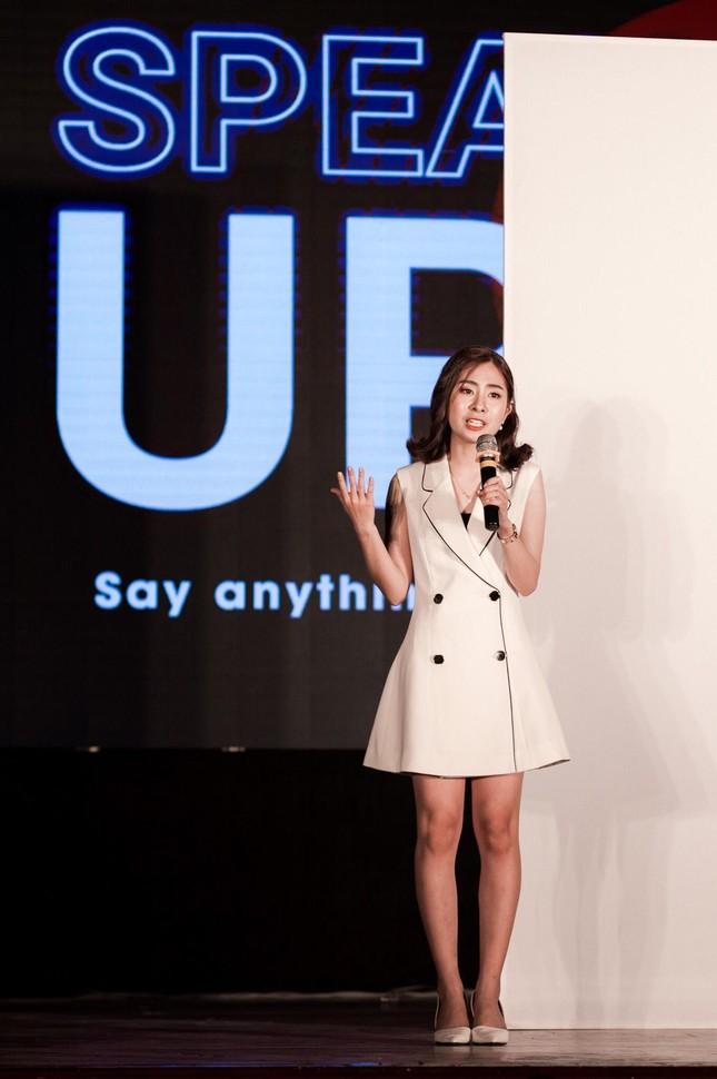 """Tâm sự tuổi 20 của nữ sinh trường Đoàn: Hành trình """"Cánh én"""" lột xác, trở thành MC VTV ảnh 6"""