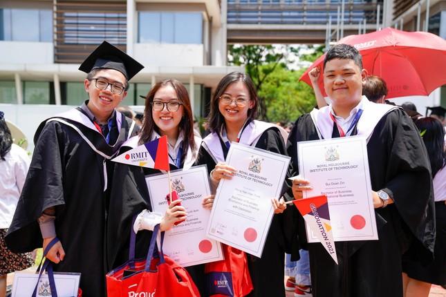 Tân khoa khoá 2021 Đại học RMIT tự hào tốt nghiệp ảnh 1