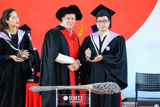 Tân khoa khoá 2021 Đại học RMIT tự hào tốt nghiệp ảnh 2