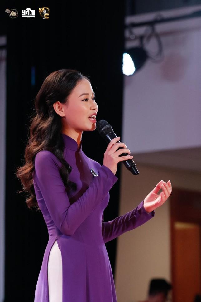 """Cô gái Bình Dương và con đường trở thành MC VTV2: """"Hãy sống thật tử tế"""" ảnh 9"""