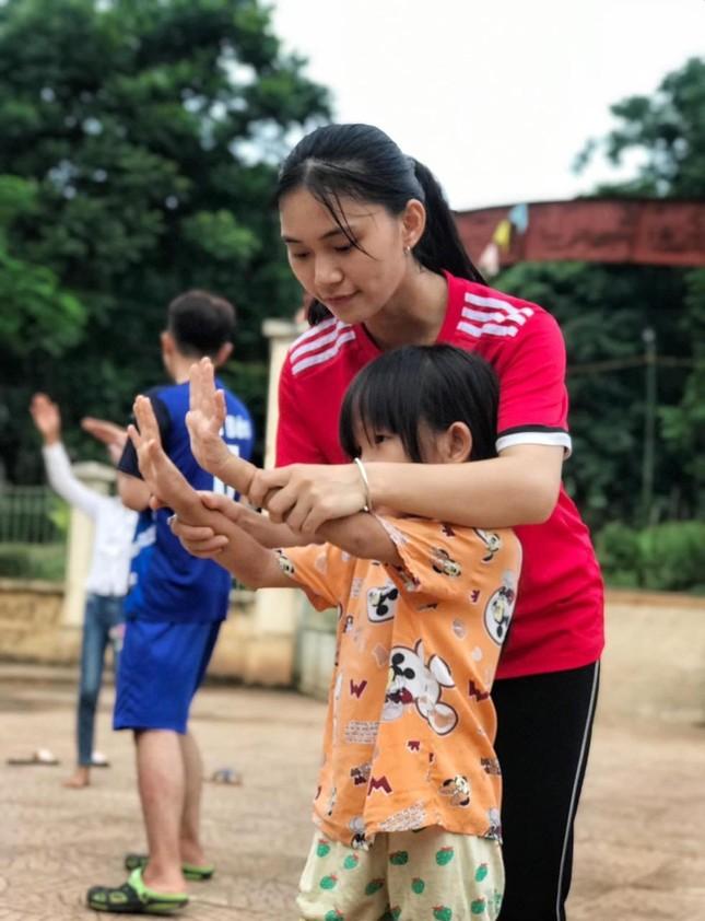 """Nữ sinh viên Học viện Nông nghiệp Việt Nam """"cháy hết mình"""" với phong trào tình nguyện ảnh 4"""
