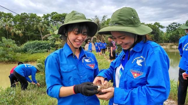 """Nữ sinh viên Học viện Nông nghiệp Việt Nam """"cháy hết mình"""" với phong trào tình nguyện ảnh 5"""