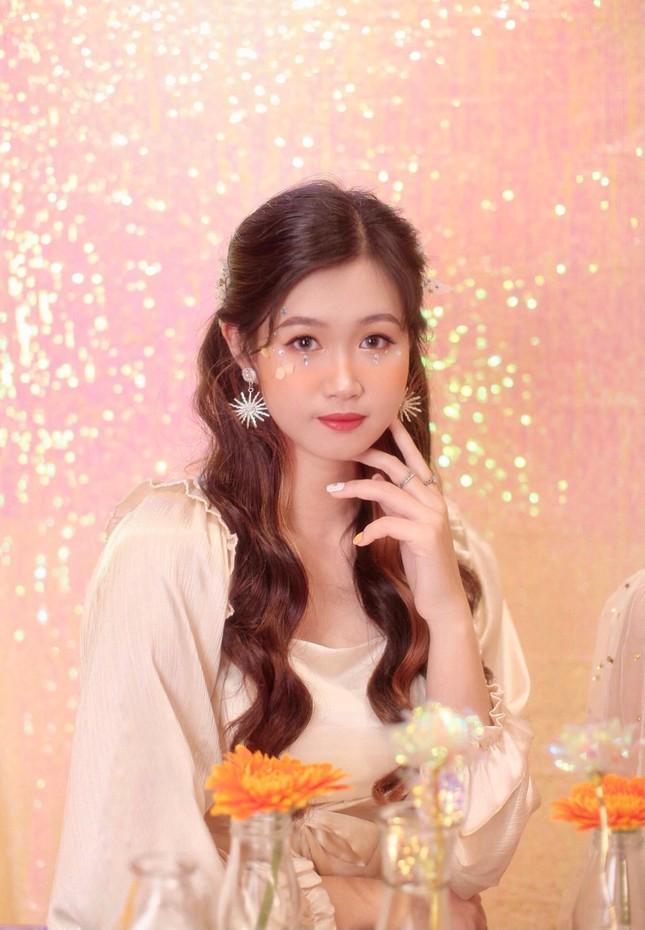 Nữ sinh viên Hà Thành xinh đẹp đam mê với thiện nguyện ảnh 1
