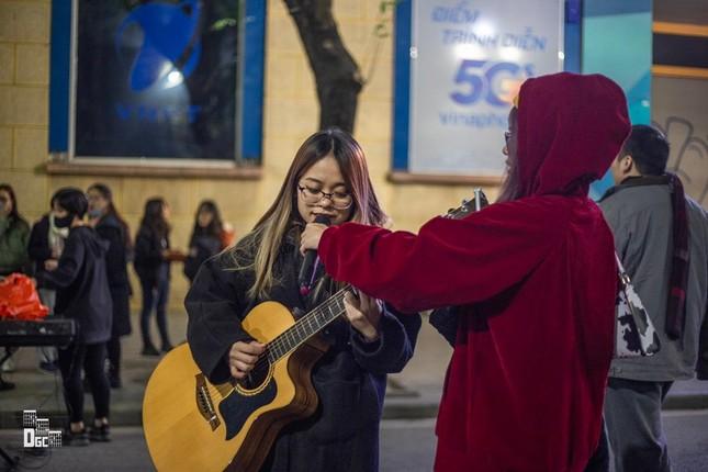 """Cô nàng Sơn La bị nhầm là người nước ngoài khi cover """"In the City of Love"""" ảnh 6"""