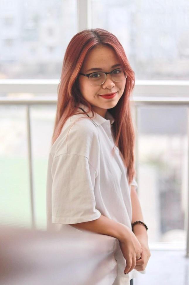 """Cô nàng Sơn La bị nhầm là người nước ngoài khi cover """"In the City of Love"""" ảnh 1"""