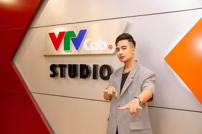 """MC Âu Việt: """"Làn gió mới"""" trong lĩnh vực truyền hình, truyền thông ảnh 2"""