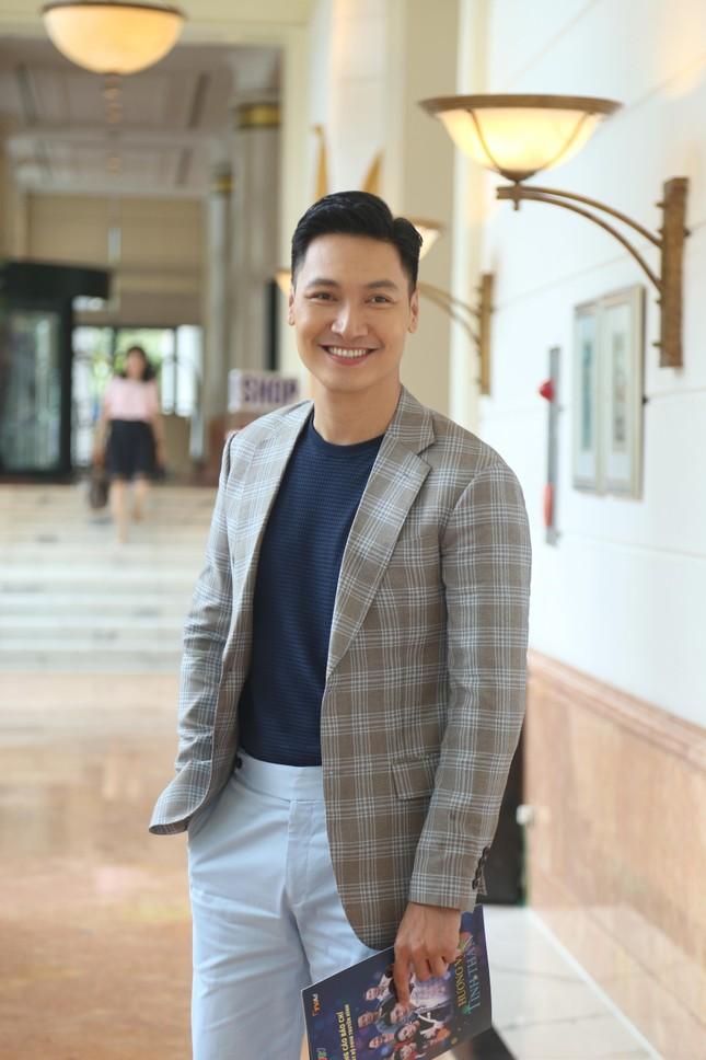 """""""Hương vị tình thân"""": Phương Oanh đối đầu Thu Quỳnh """"giành giật"""" trai đẹp ảnh 4"""