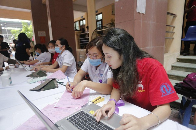 """Trường Đại học Nội vụ tích cực hưởng ứng ngày hội hiến máu toàn dân """"Bằng lăng tím 2021"""" ảnh 8"""