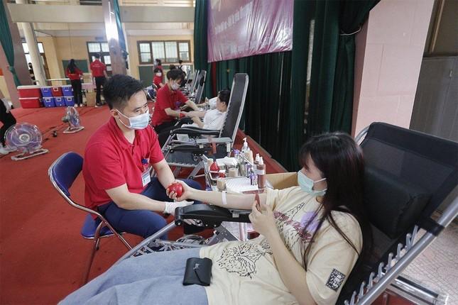 """Trường Đại học Nội vụ tích cực hưởng ứng ngày hội hiến máu toàn dân """"Bằng lăng tím 2021"""" ảnh 3"""
