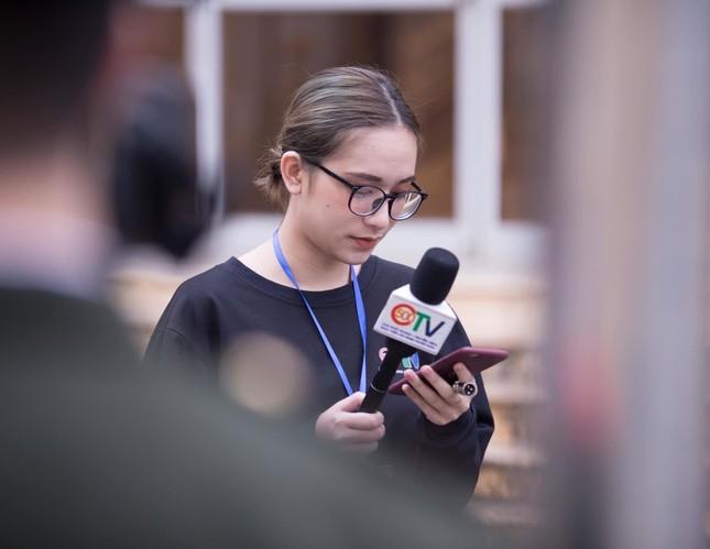 Cô MC trường Báo bén duyên với Truyền hình An ninh ảnh 6