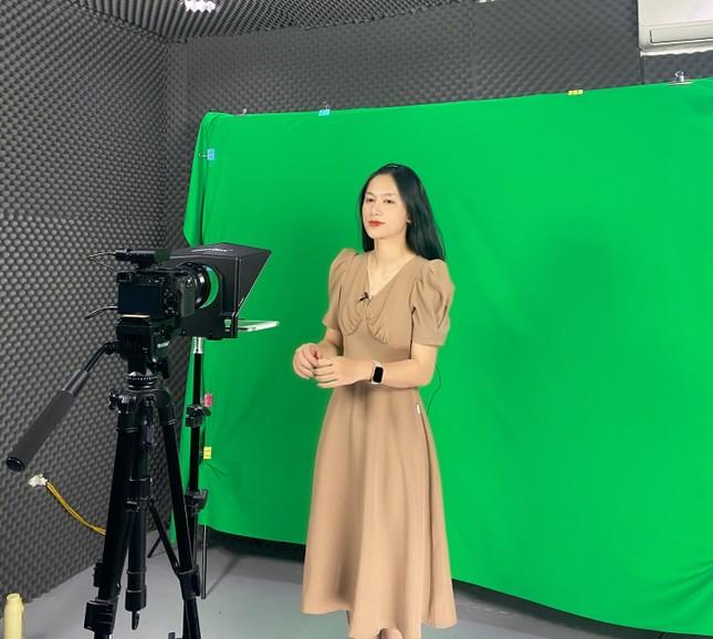 Cô MC trường Báo bén duyên với Truyền hình An ninh ảnh 9