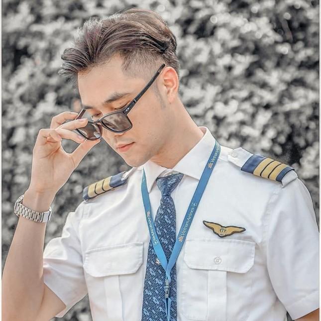 Nhìn lại chặng đường đầy tự hào của Cơ phó Vietnam Airlines là cán bộ Đoàn nhiệt huyết ảnh 1