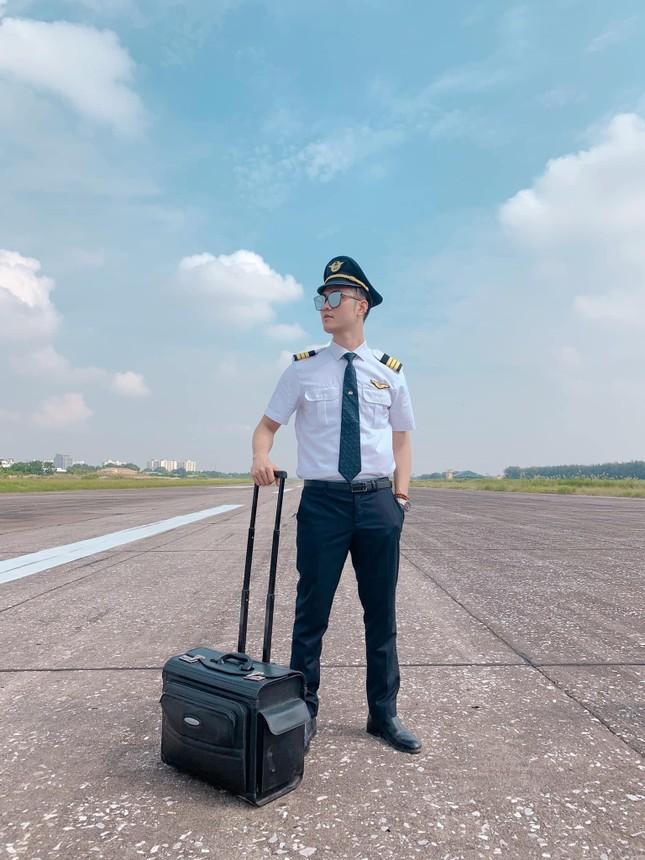 Nhìn lại chặng đường đầy tự hào của Cơ phó Vietnam Airlines là cán bộ Đoàn nhiệt huyết ảnh 15