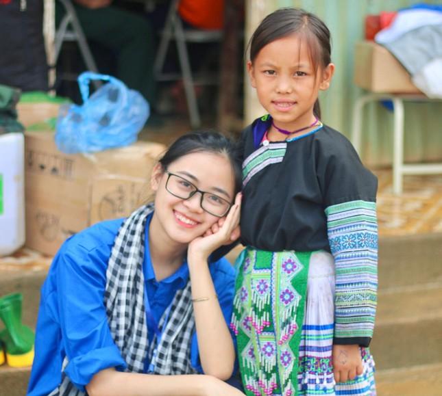 Nữ sinh Cao Bằng rung cảm từ những chuyến tình nguyện ảnh 2