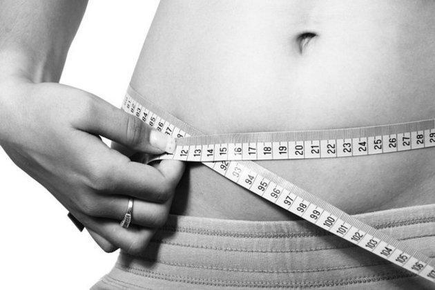 Gái trẻ muốn dáng đẹp thần tốc bằng cách thu hẹp bao tử, giảm cân gây tổn hại tới xương ảnh 1