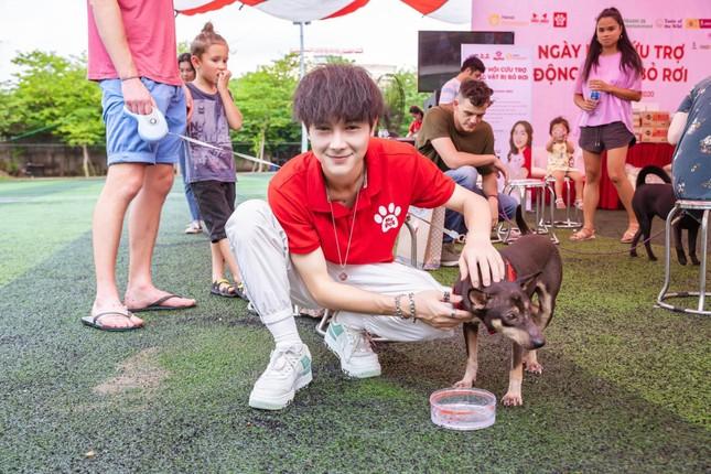 """Hotboy Cao Bằng điển trai """"nghiền"""" làm từ thiện, yêu động vật ảnh 1"""