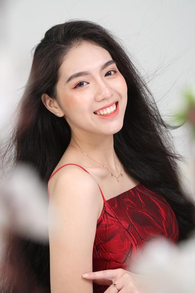 Nữ sinh toàn tài đạt danh hiệu Hoa khôi ngôi trường nổi tiếng bậc nhất Sài Gòn ảnh 1