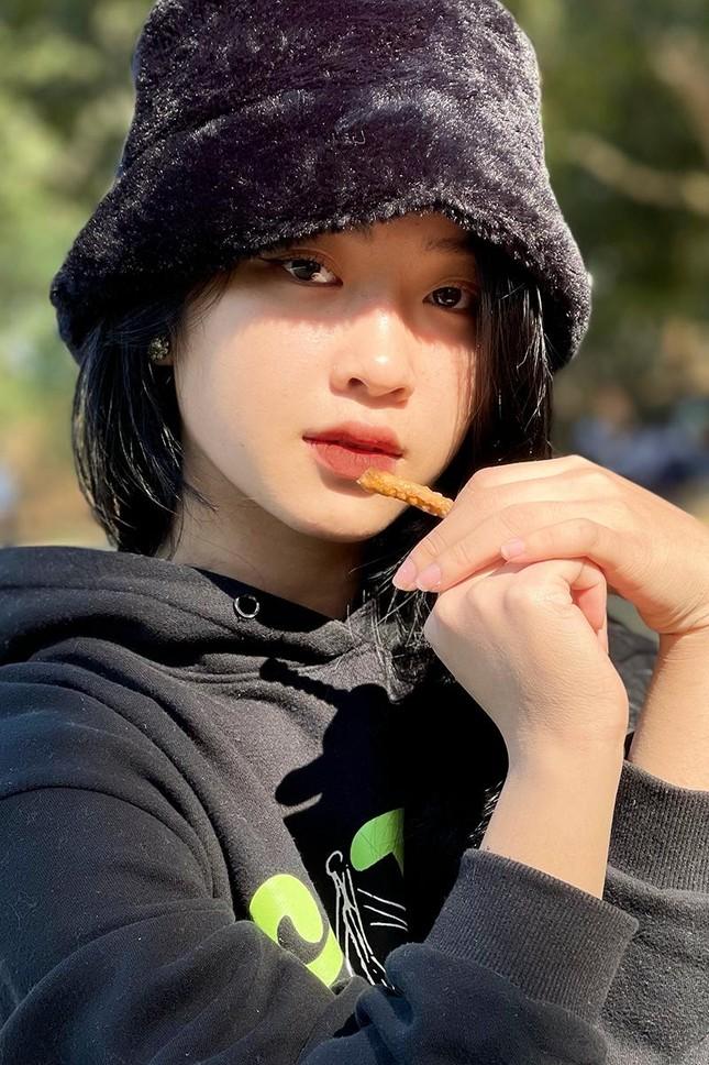 """""""Hotgirl ảnh thẻ"""" Hà Lim gây xao xuyến với thành tích học tập đáng nể ảnh 9"""