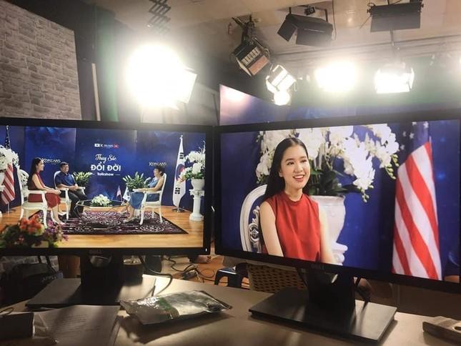 Nữ sinh năm ba Ngoại giao gốc Hội An trở thành MC-BTV Thời tiết VTV ảnh 9