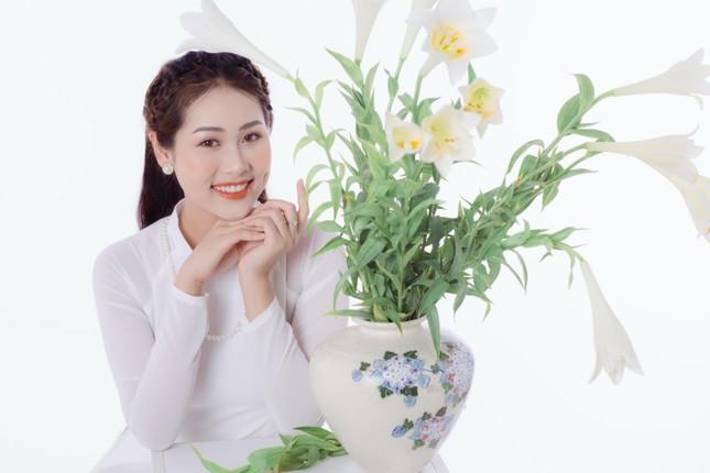 Thiếu nữ Hà Thành khoe vẻ đẹp dịu dàng bên hoa loa kèn ảnh 6